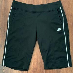 Nike Sportswear Shorts, Size M